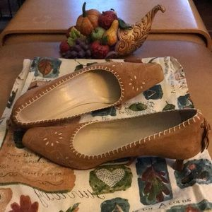 Talbots Mustard suede pumps made in Italy